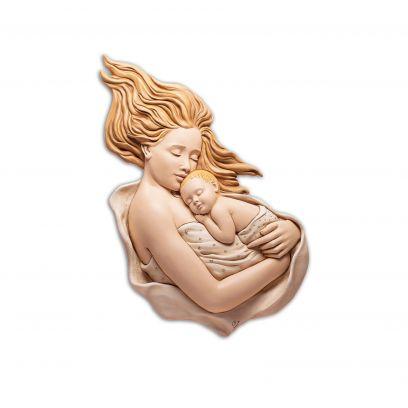 Scultura altorilievo Maternità colorata su tavola in legno scontornata