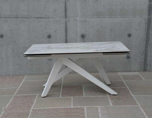 Tavolo allungabile Saga effetto marmo bianco