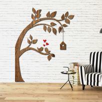 Decorazione in legno albero con casetta legno scuro