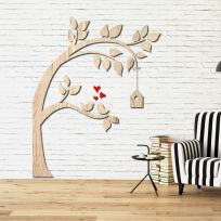 Decorazione in legno albero con casetta legno chiaro